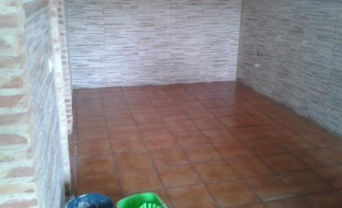 reforma de cochera con zócalo, solado tipo rustico en QUINTANAR DE LA ORDEN