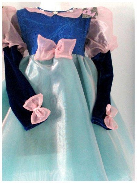 Modelo coral azul: Vestdo body espectacular con detalles a mano y confeccionao en lycra decorada.Mangas en un precioso terciopelo azul