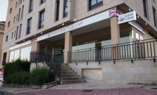 English College, Avenida Magoi, Esquina Campos Novos 10