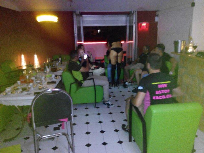 Striptease privado en reservado de un restaurante en Dénia