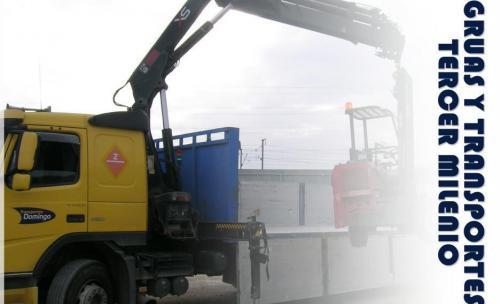 Gruas y Transportes Tercer Milenio. Camión grúa en Zaragoza