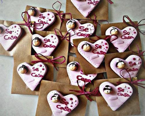 Alfileres originales y personalizados para regalar el día de tu boda
