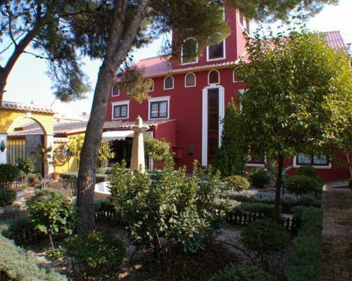 Maravillosa vista del fachada de la masia