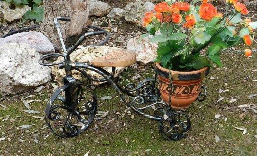 Macetero-triciclo artesano www.hierroartistico.com