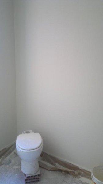 terminado del alisado del cuarto de baño