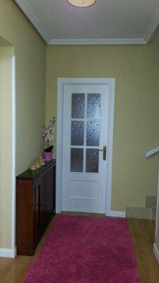 lacado de puerta y alisado  de paredes