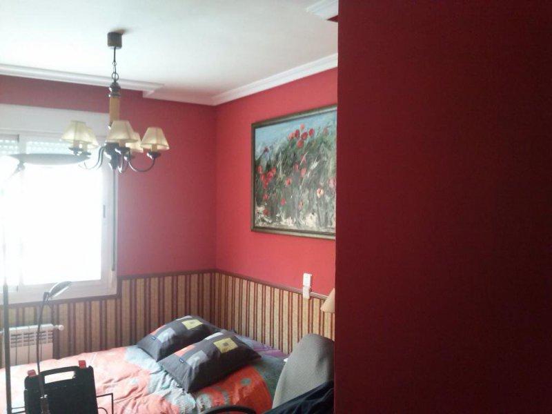 pintsdo habitacion  con zocalo de tela