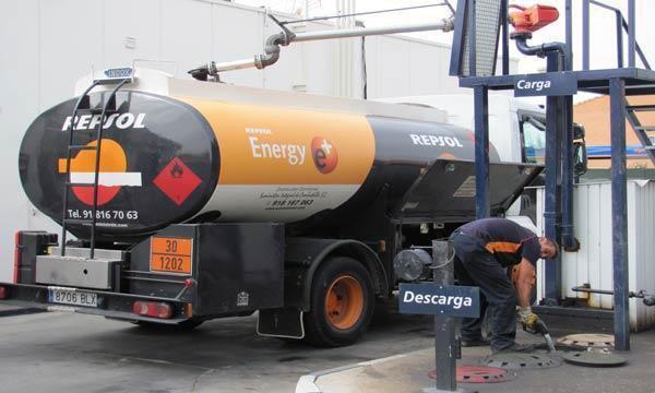 Camión de reparto de gasóleo a domicilio SuministroIC