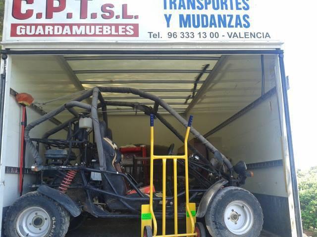 Camión grúa Mudanzas y Transportes CPT Valencia