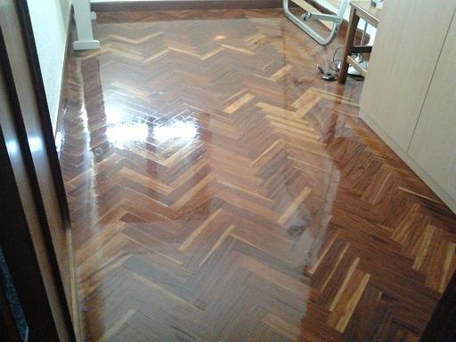 Limpieza suelo de madera
