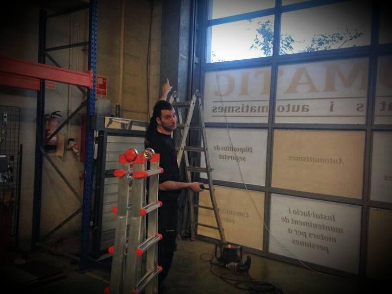Sercomatic. Instalación y reparación de puertas de garaje. Automatismos. Cerrajería.