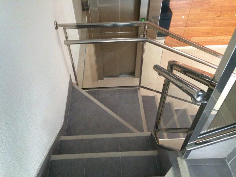 Nuevas escaleras para ascensor a cota 0 en Leioa.