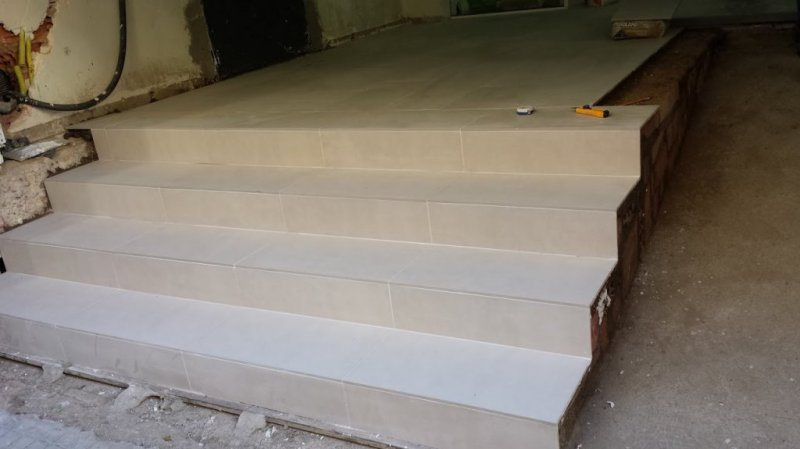 Estructuras escaleras locales