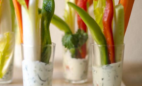 Crudités de verduras con salsa tzaziki