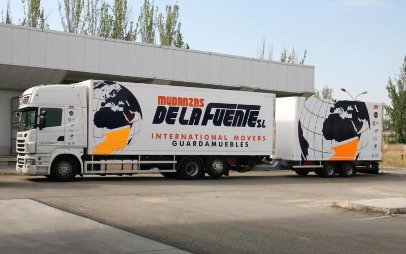 Camión Scania Euro 6 con remolque.