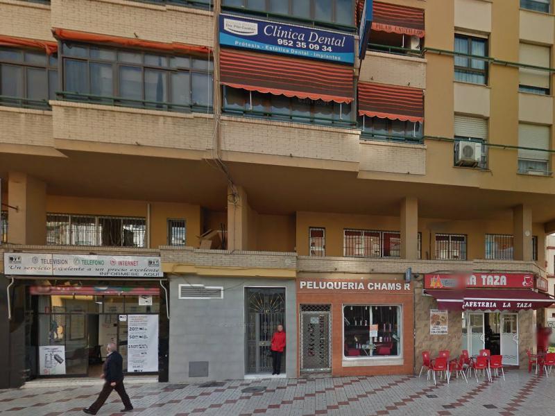 Acceso edificio. Clínica Dental Pilar Castillón Corcelles