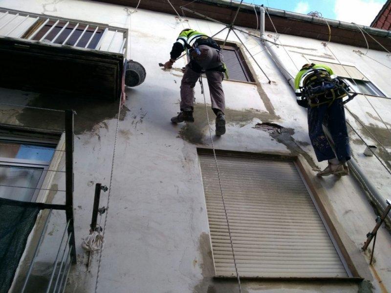Reparacion fachadas de patio con descuelgue vertical