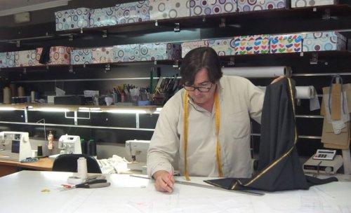 Telas, patrones y a cortar un nuevo modelo.