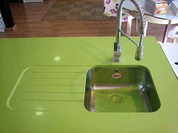 Encimera de cocina verde, seno bajo