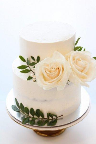 Pastel White Roses Cake