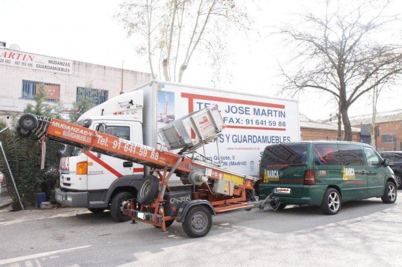 con camiones y furgonetas