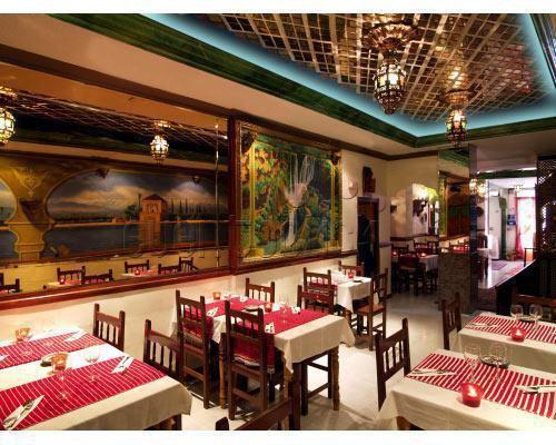 Restaurante con ambientacion arabe