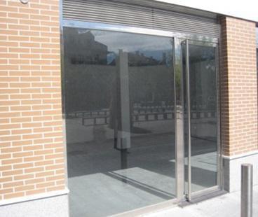 Carpintería Metálica Anfer, escaparates en locales de aluminio y acero inoxidable