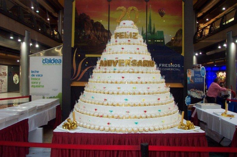 Tarta Gigante para aniversario de un centro comercial