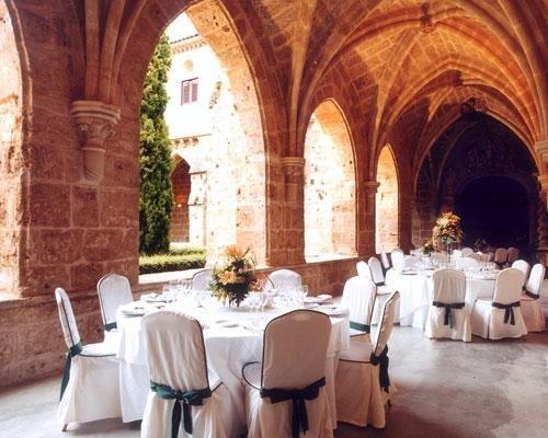 Banquete en claustro