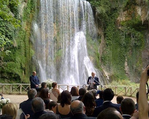 Ceremonia civil en el parque