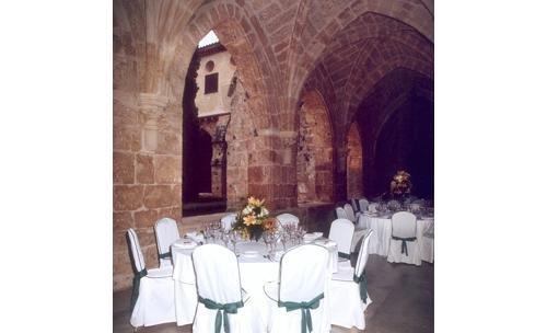 Montaje de banquete en monasterio