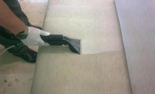 Limpieza profesional de sofás y sillones