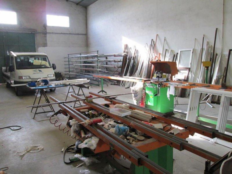 maquinaria y mesa de montaje del aluminio
