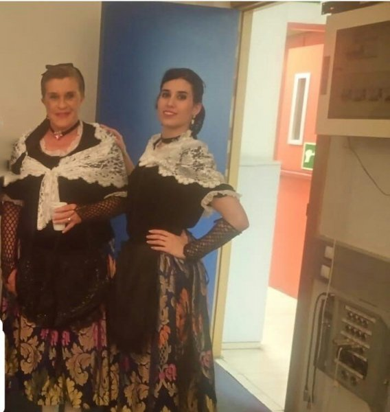 Bailando la Sardana Catalana en Directo con Chelo en Telecinco