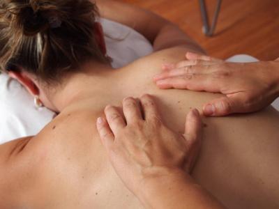 Tu cupón incluye (a elegir entre):      <br />A: 1 sesión de masaje relajante o deportivo por solo 16€ en lugar de 25€.     <br />B: 3 sesiones de masaje relajante o deportivo por solo 50€ en lugar de 75€.     <br />C: 5 sesiones de masaje