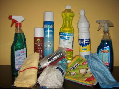 Si contratas la limpieza a fondo o limpieza fin de obra de tu vivienda, te obsequiamos con un pack de productos de limpieza profesional.
