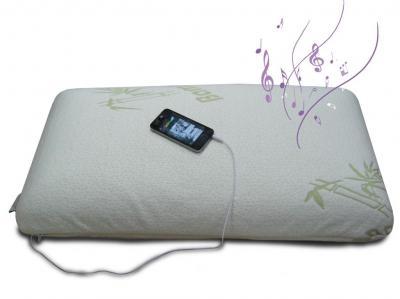 Almohada Visco Music Mp3 70 con doble funda aloe vera, muy confortable y adaptable, con altavoz para que puedas llevarte contigo tu música peferida. Valorada en 69 €