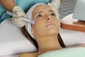 Limpieza Profunda + Microdermoabrasión   Una limpieza facial profunda  ayuda en el proceso de renovación celular, desintoxica la piel, activa la circulación sanguínea y linfática para una buena nutrición de los tejidos, además de hidratarla haciéndote luc