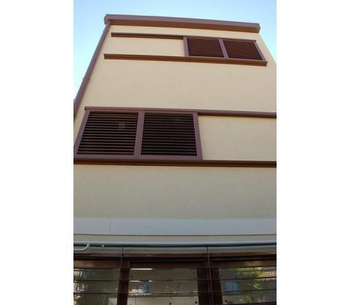 Imagen frontal de la fachada rehabilitada